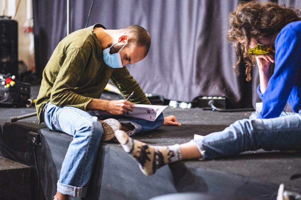 יואב ומעיין עובדים על שיר ביחד צילום יעל האיתן